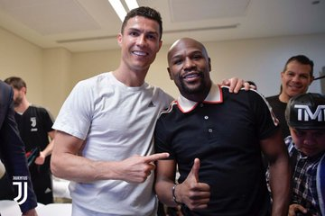 Ronaldo and Floyd mayweather celebrates